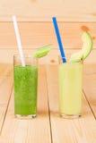 Smoothies von Gurken und von Melone Lizenzfreie Stockfotos