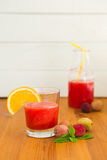 Smooties арбуза в стекле с оранжевыми куском и lichee Стоковые Фотографии RF