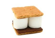Smore (caramella gommosa e molle, cioccolato, cracker di Graham) Immagini Stock Libere da Diritti