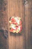 Smorrebrod - δανικό ανοικτό σάντουιτς με τα ψάρια, ρέγγες, τυρί Στοκ Εικόνα