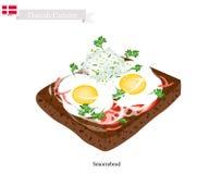 Smorrebrod avec Fried Egg, le plat national du Danemark Images stock