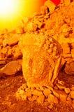 SMount Nemrut der Kopf vor den Statuen Die UNESCO-Welterbestätte beim Nemrut wo König Antiochus von Commagene I stockfoto