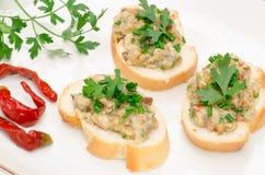 Smörgåsar för öppen smörgås för kortkort med fiskdeg Royaltyfria Foton