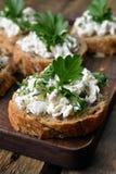 Smörgåsar med ostmassaost Royaltyfria Foton