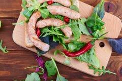 Smörgåsar på trätabellen Arkivbild