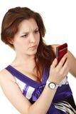 美丽的读取sms妇女年轻人 免版税库存照片