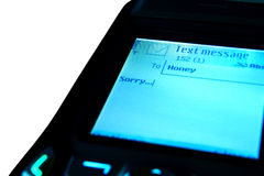 SMS avec des excuses sur l'écran Photos stock