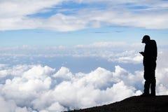 Sms bij de bovenkant van een berg Royalty-vrije Stock Fotografie
