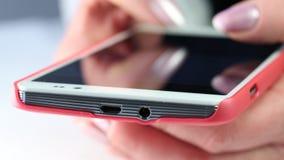 Risultati immagini per sms smartphone donna