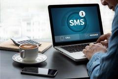 SMS-Overseinen Communicatie Bericht Waakzame Herinnering sms Stock Afbeelding