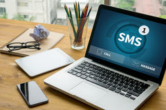 SMS-Overseinen Communicatie Bericht Waakzame Herinnering sms Royalty-vrije Stock Foto's