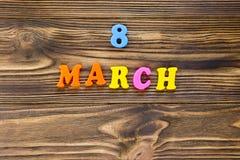 Smsa ` för `-8 marsch av plast- magnetiska bokstäver på träbakgrund Royaltyfri Fotografi