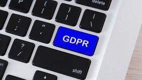 Smsa GDPR på den blåa tangentbordknappen, closeup fotografering för bildbyråer