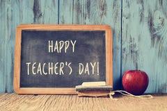 Smsa lyckliga den skriftliga läraredagen på en svart tavla, retro effekt Arkivbilder