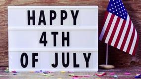 Smsa lyckligt 4th juli i en lightbox arkivfilmer