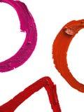 Smudged КРАСНЫЕ формы круга и треугольника губной помады на белом backgro Стоковые Изображения RF