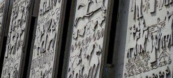 Smula betongväggen figurerar bakgrund Royaltyfria Foton