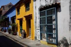 Smulig färgglad arkitektur i Cartagena Fotografering för Bildbyråer