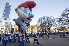 Smurf de la papá en el desfile de New York City Macy Foto de archivo libre de regalías