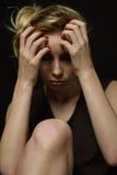Smutna blondynka patrzeje w dół czarnego tło, Obrazy Royalty Free