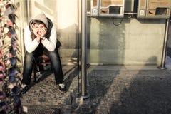 Smutna chłopiec w ulicie jpg obraz royalty free