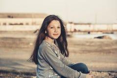 Smutna dziewczyna na plażowy 2017 Zdjęcie Stock