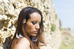 Smutna dziewczyna przy morzem Zdjęcia Stock