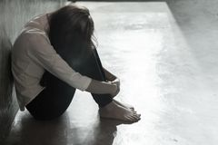 Smutna kobieta od gwałcącego zdjęcia royalty free