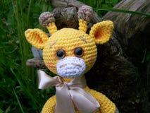 Smutna mała szydełkująca żyrafa, pesymizm Handmade, zabawkarski, amigurumi obrazy stock