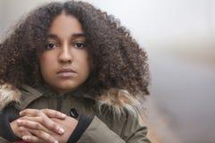 Smutna Mieszana Biegowa amerykanina afrykańskiego pochodzenia nastolatka kobieta Zdjęcia Royalty Free