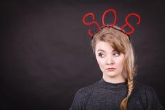 Smutna nieszczęśliwa kobieta potrzebuje pomoc obraz royalty free