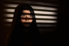 Smutna okaleczająca kobieta Obraz Stock