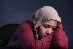 Smutna Przygnębiona Muzułmańska kobieta zdjęcie royalty free