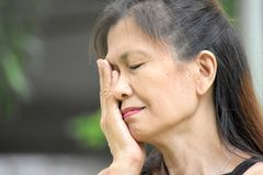 Smutna Starsza Azjatycka osoba zdjęcie stock