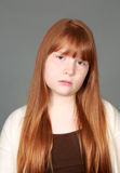 Smutna tween rudzielec dziewczyna z piegami Obrazy Stock