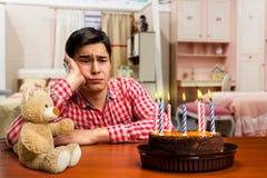 Smutna urodzinowa chłopiec Zdjęcia Royalty Free