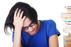 Smutny żeński uczeń z uczenie szykanami obraz stock