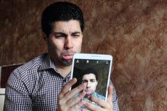 Smutny arabski egipski biznesmen bierze selfie Obrazy Royalty Free