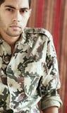 Smutny arabski egipski młody człowiek w militarnym kostiumu Zdjęcie Royalty Free