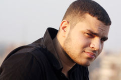 Smutny arabski młody biznesmena główkowanie Zdjęcia Royalty Free