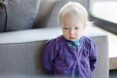 Smutny berbeć dziewczyny portret Obrazy Stock