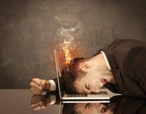 Smutny biznesowy osoby ` s głowy łapania ogień Fotografia Stock