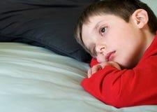 smutny chłopiec główkowanie Zdjęcie Stock