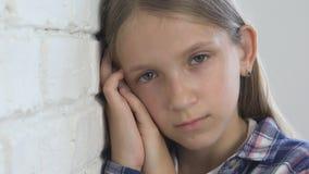 Smutny dziecko, Nieszczęśliwy dzieciak, Chora Chora dziewczyna w depresji, Zaakcentowana Rozważna osoba zbiory wideo