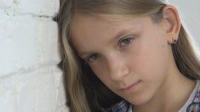 Smutny dziecko, Nieszcz??liwy dzieciak, Chora Chora dziewczyna w depresji, Zaakcentowana Rozwa?na osoba zdjęcie wideo