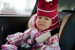 Smutny dziecko w samochodowym siedzeniu Fotografia Royalty Free