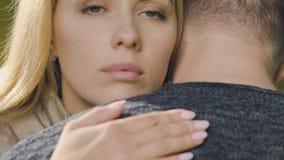 Smutny kobiety obejmowania mężczyzna, podporowy przyjaciel w depresji, szczery współczucie zbiory