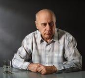 smutny mężczyzna senior Zdjęcia Royalty Free