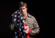 Smutny militarny młody człowiek żałuje past obraz royalty free
