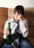 Smutny nastolatek w alkoholu nałogu Obraz Royalty Free